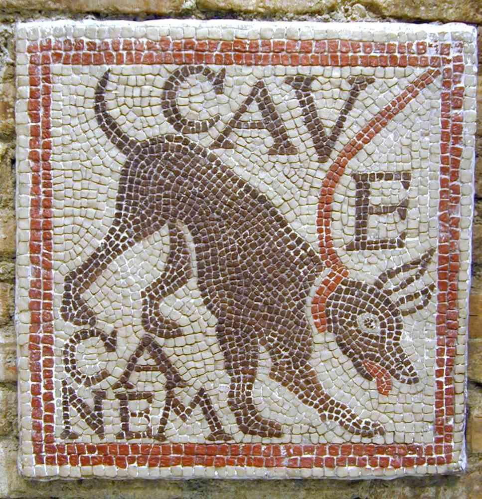 Mosaico romano donde se inscribe la frase Cuidado con el perro
